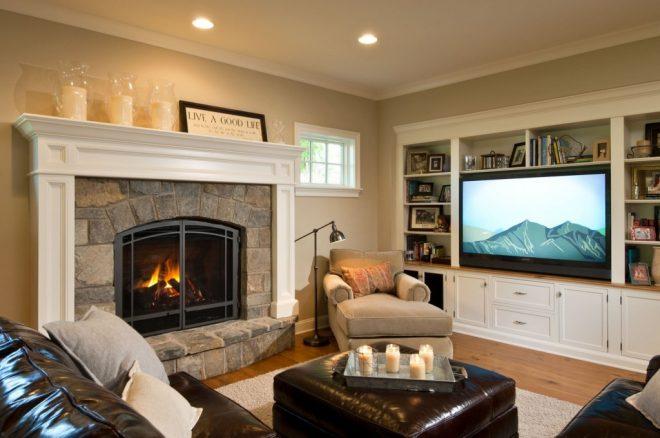 Расположение телевизора и камина на смежных стенах