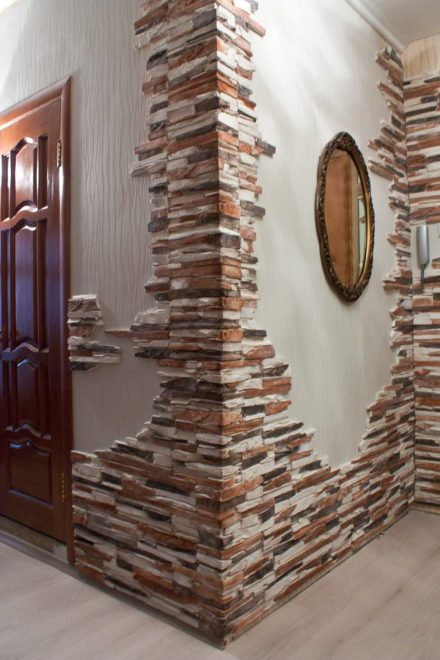 Декор угла искусственным камнем