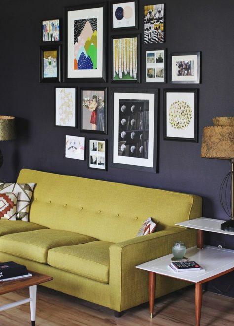 Плакаты и картины на стене