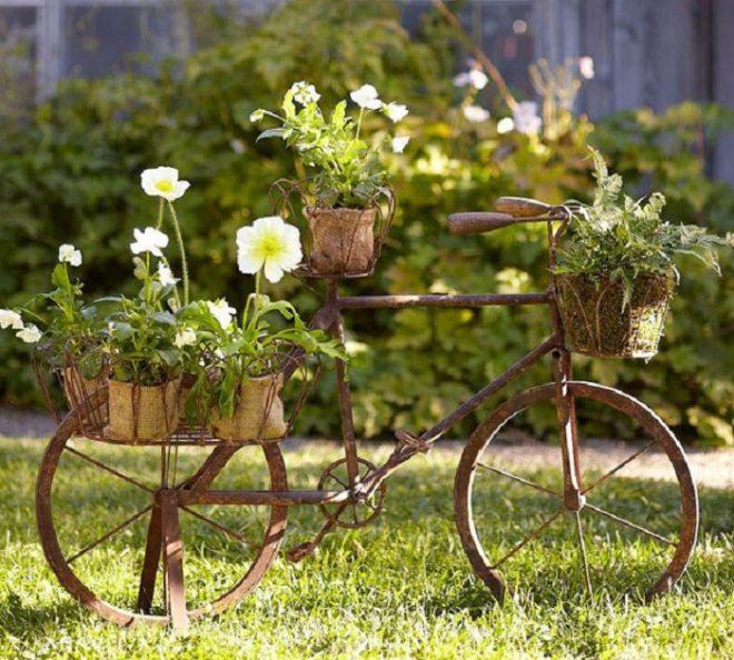 Цветник из старого велосипеда