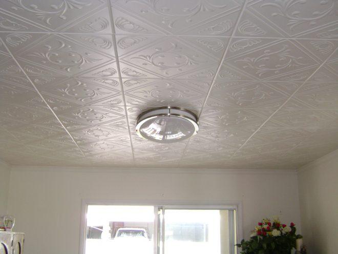 Пенополистирольная плитка на потолке