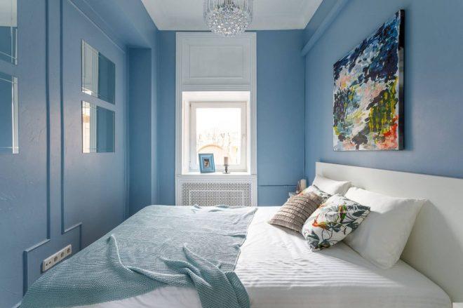 небольшая голубая спальня