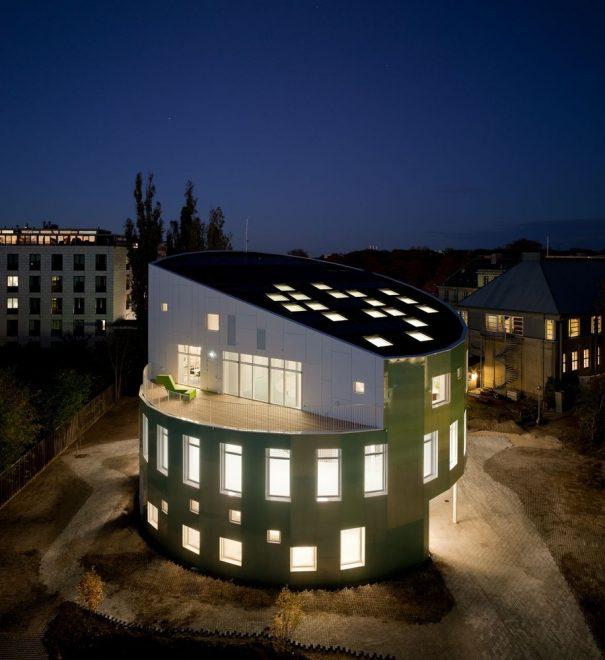 Самый умный дом ночью